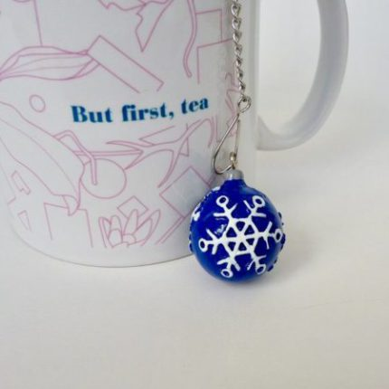 eteaket Tea Ball Christmas Snowflake Bauble with eteaket mug