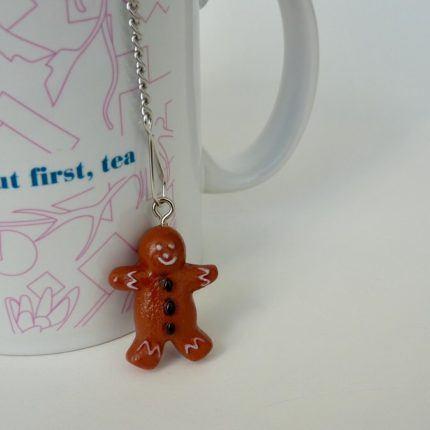 eteaket Festive Tea Ball Gingerbread man with eteaket mug